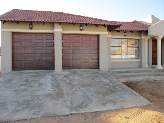 Flora park polokwane south africa real estate homes for for Beautiful bedroom designs in south africa
