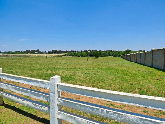 0 Wrapped In Red, Dunblane Lifestyle & Equestrian Estate, Kempton Park - ZAF (photo 3)