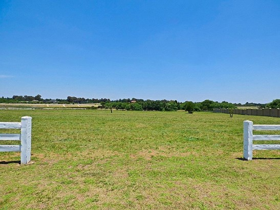 0 Wrapped In Red, Dunblane Lifestyle & Equestrian Estate, Kempton Park - ZAF (photo 5)