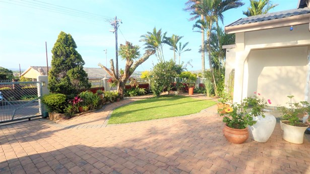 11 Flamingo, Avoca Hills, Durban - ZAF (photo 1)