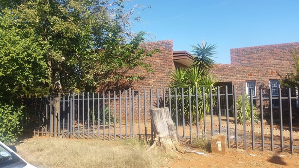 Carters Glen, Kimberley - ZAF (photo 2)