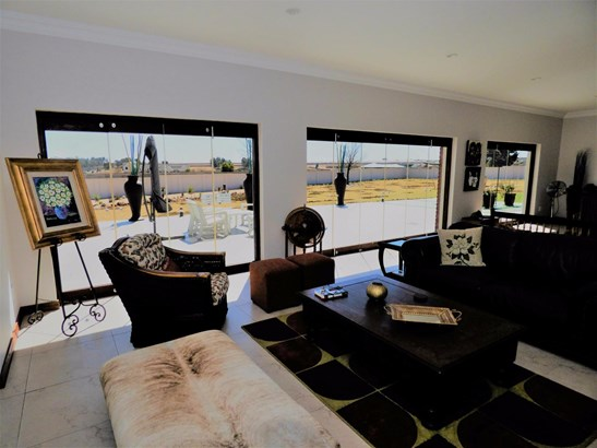141 Wrapped In Red, Dunblane Lifestyle & Equestrian Estate, Kempton Park - ZAF (photo 2)