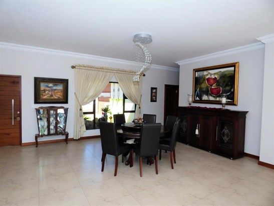141 Wrapped In Red, Dunblane Lifestyle & Equestrian Estate, Kempton Park - ZAF (photo 4)