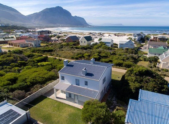 Modern Home For The Entertainer Indoor Braai Pool Jacuzzi also R56bn Us 5 55 Billion Train Deal Gets The Green Light likewise Tiger Woods Ex Wife Bulldozes 12 Million Dollar Home likewise Guest House moreover Morocco Vacation Homes 1233. on bathrooms in south africa