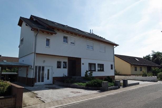 Karlsdorf-neuthard - DEU (photo 2)