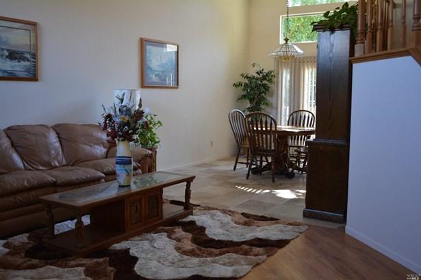 Single Family Residence, Contemporary - Vacaville, CA (photo 3)