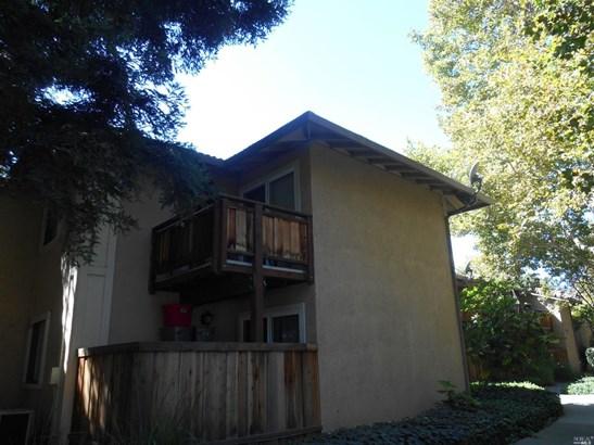 Traditional, Condo/Coop - Vacaville, CA