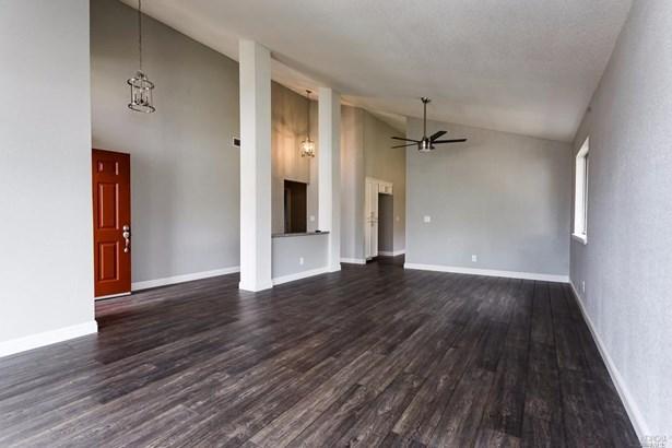 Single Family Residence, Traditional - Fairfield, CA (photo 4)