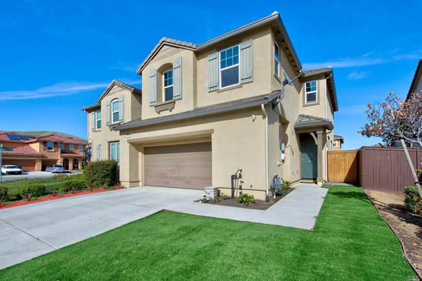 Single Family Residence, Traditional - Fairfield, CA (photo 2)