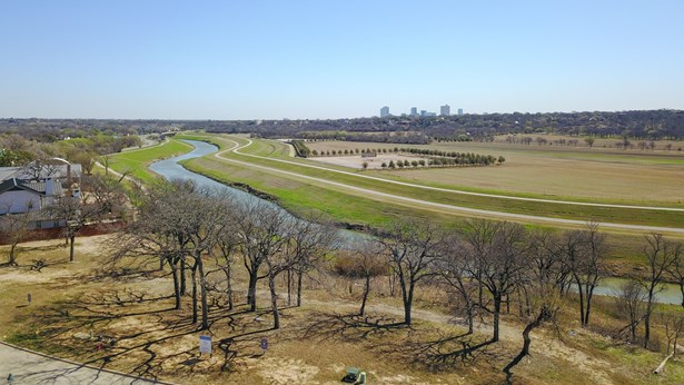 217 Summersby Lane, Fort Worth, TX - USA (photo 2)
