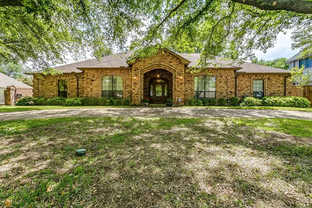 6505 Country Day Trail, Benbrook, TX - USA (photo 1)
