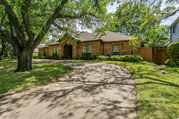 6505 Country Day Trail, Benbrook, TX - USA (photo 2)