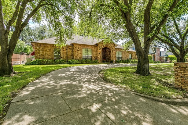 6505 Country Day Trail, Benbrook, TX - USA (photo 3)