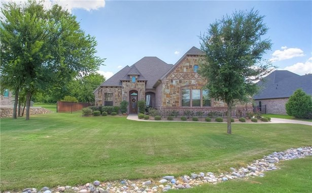 813 Falls Creek Court, Burleson, TX - USA (photo 2)