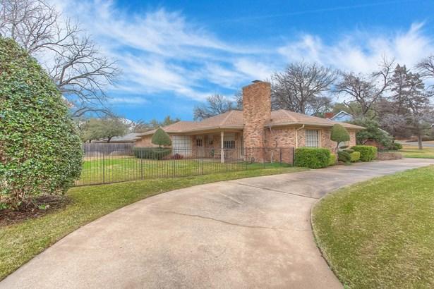 3808 Hollow Creek Road, Benbrook, TX - USA (photo 1)