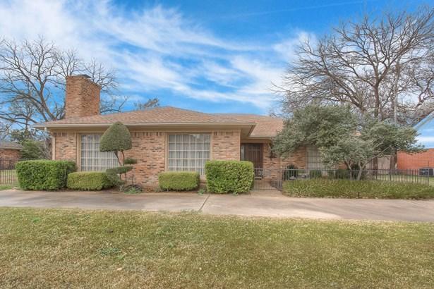 3808 Hollow Creek Road, Benbrook, TX - USA (photo 2)