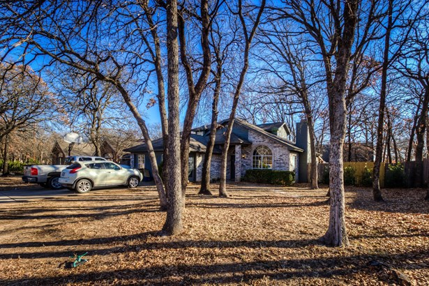 744 High Crest Drive, Azle, TX - USA (photo 2)