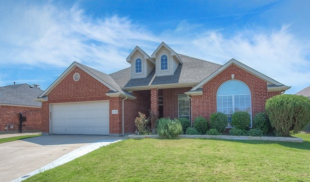 8729 Deepwood Lane, Fort Worth, TX - USA (photo 2)