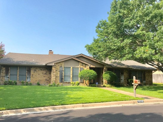 7120 Bettis Drive, Fort Worth, TX - USA (photo 2)