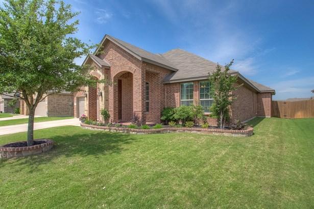 1239 Lantana Lane, Burleson, TX - USA (photo 2)