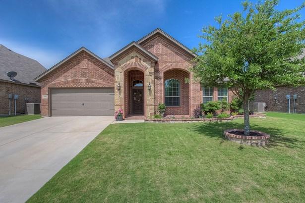 1239 Lantana Lane, Burleson, TX - USA (photo 3)