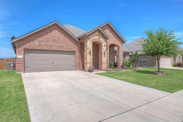 1239 Lantana Lane, Burleson, TX - USA (photo 4)