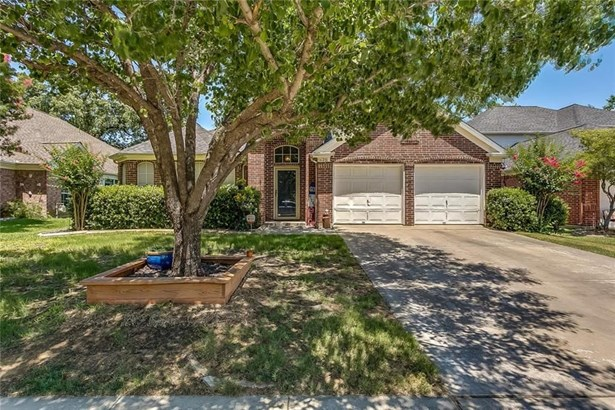 625 Oakbrook Drive, Burleson, TX - USA (photo 1)