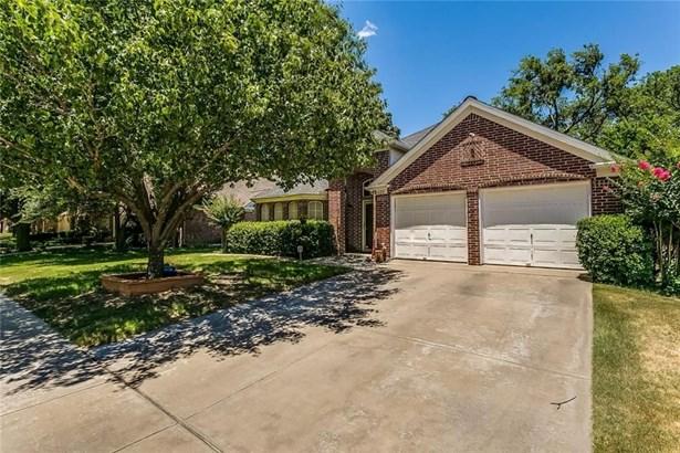 625 Oakbrook Drive, Burleson, TX - USA (photo 2)