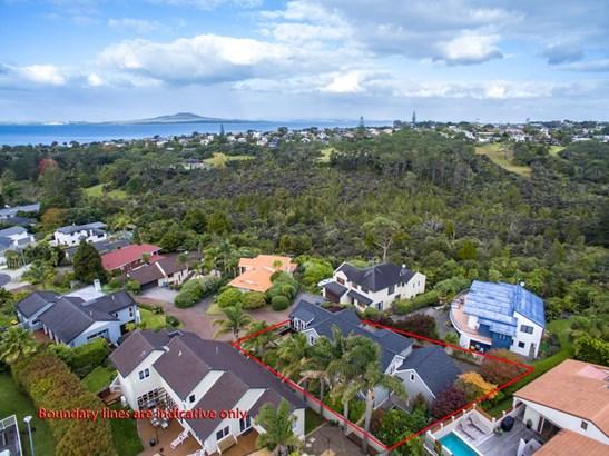 11 Asbury Crescent, Campbells Bay, Auckland - NZL (photo 2)