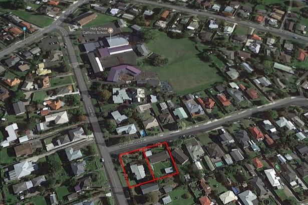 1 Robert Burke Place, Henderson, Auckland - NZL (photo 4)