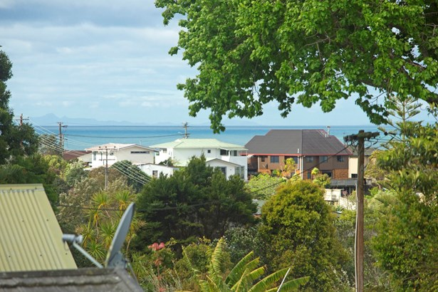 22 D'oyly Drive, Stanmore Bay, Auckland - NZL (photo 4)