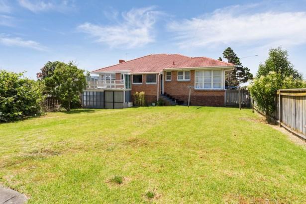 25 Gloria Avenue, Te Atatu Peninsula, Auckland - NZL (photo 3)