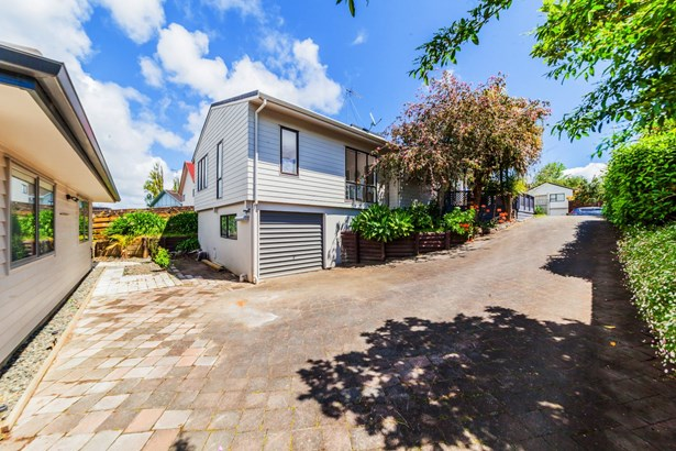 43 & 43a Gosford Drive, Botany Downs, Auckland - NZL (photo 2)
