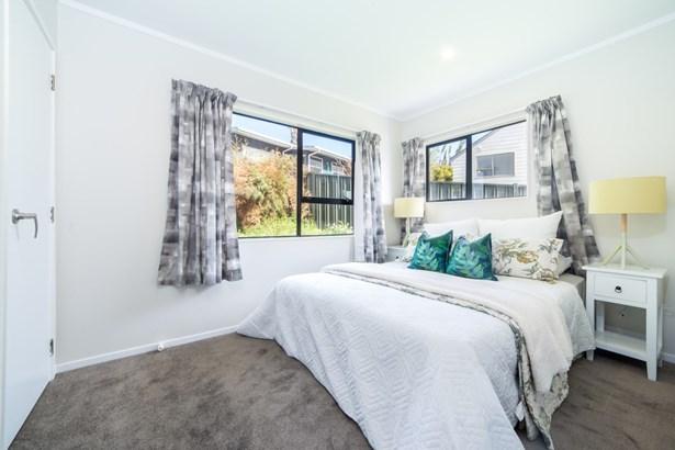 20 Raelene Place, Massey, Auckland - NZL (photo 3)