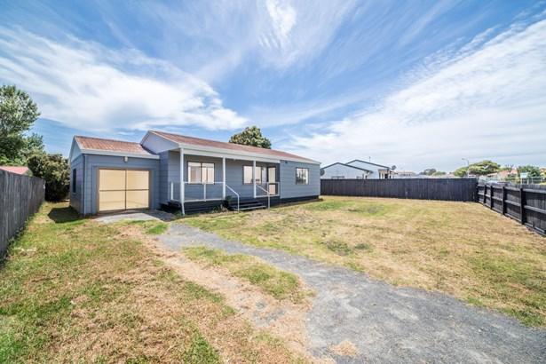 68 Maplesden Drive, Clendon Park, Auckland - NZL (photo 2)