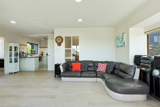 2/23 Commodore Parry Road, Castor Bay, Auckland - NZL (photo 5)