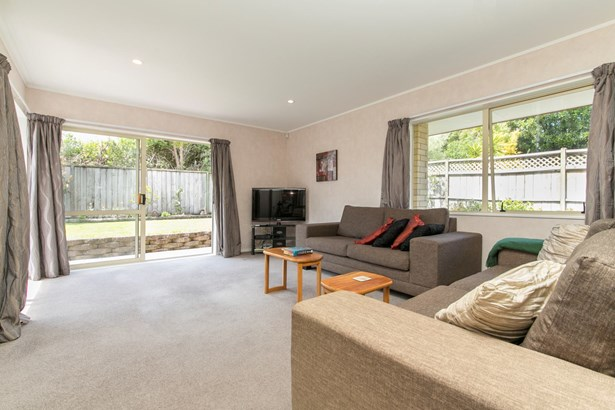 68d Te Atatu Road, Te Atatu South, Auckland - NZL (photo 3)