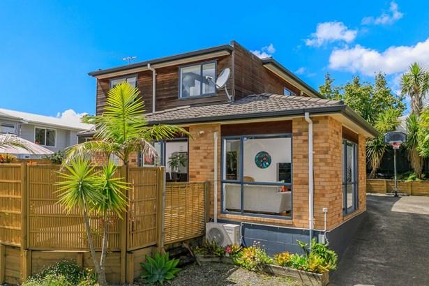 2/33 Lyford Crescent, Sunnynook, Auckland - NZL (photo 1)