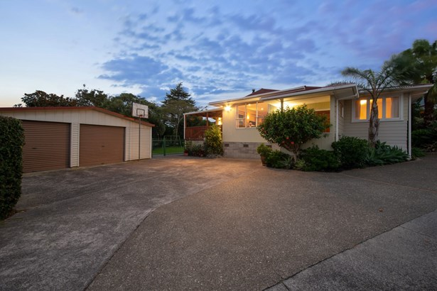 50 Amberley Avenue, Te Atatu South, Auckland - NZL (photo 1)