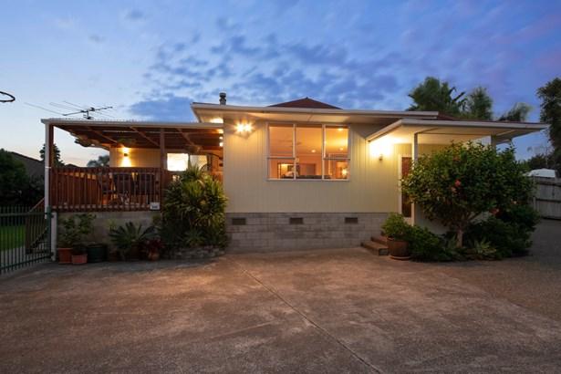 50 Amberley Avenue, Te Atatu South, Auckland - NZL (photo 2)