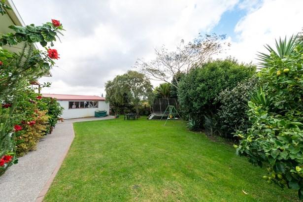 50 Amberley Avenue, Te Atatu South, Auckland - NZL (photo 5)