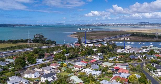 44 Alwyn Avenue, Te Atatu South, Auckland - NZL (photo 3)
