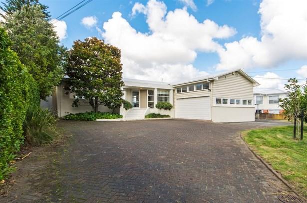 44 Alwyn Avenue, Te Atatu South, Auckland - NZL (photo 5)