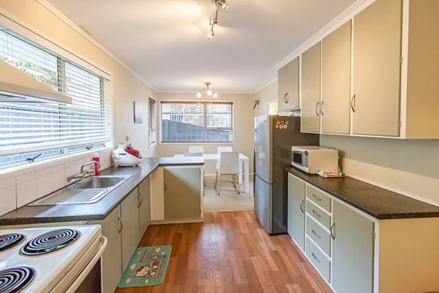 12 Datura Place, Sunnynook, Auckland - NZL (photo 5)