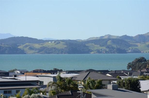13 Thistle Close, Beachlands, Auckland - NZL (photo 2)
