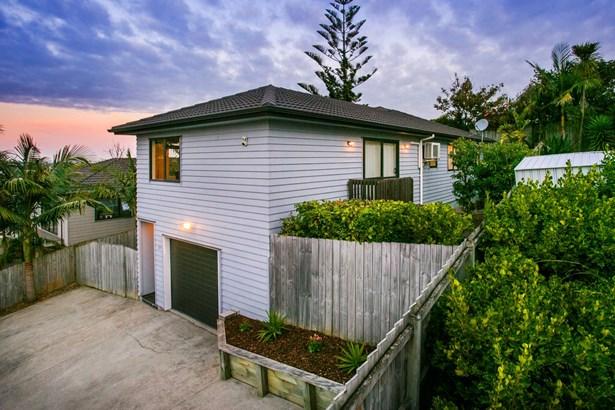 11a Hogans Road, Glenfield, Auckland - NZL (photo 2)