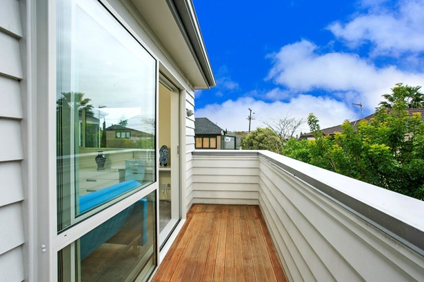 2/46 Raleigh Road, Northcote, Auckland - NZL (photo 2)