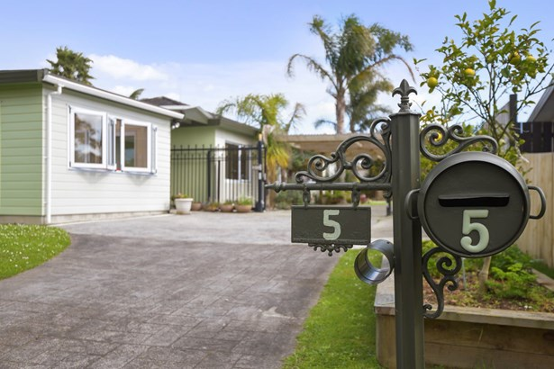 5 Tolvah Place, Wattle Downs, Auckland - NZL (photo 2)