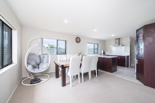 12 Riverglade Parkway, Te Atatu South, Auckland - NZL (photo 4)