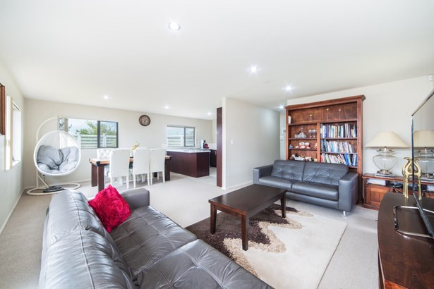 12 Riverglade Parkway, Te Atatu South, Auckland - NZL (photo 5)